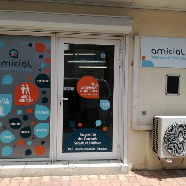 Amicial Vitrine Arles Agence Communication Desi-gn